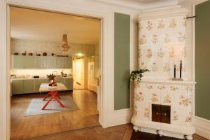 A kitchen or kitchenette at Pärlan Hotell