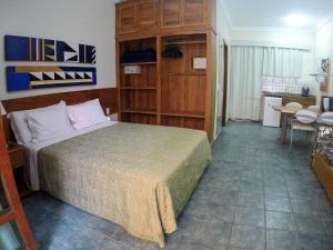 Cama ou camas em um quarto em Ilha Flat Hotel-Apartamento Schiavetti-Ilhabela