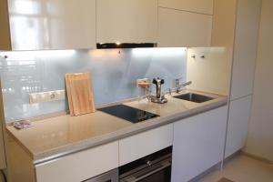A kitchen or kitchenette at Apartment Imeretinskiy on Parusnaya 23