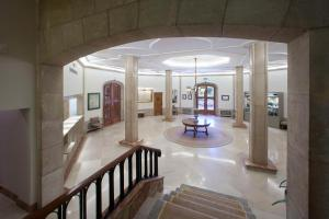 The lobby or reception area at Parador de Teruel