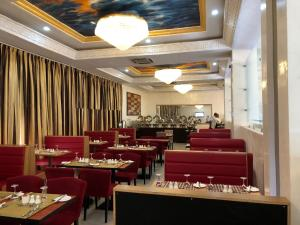 A restaurant or other place to eat at Hotel Sunshine Enugu
