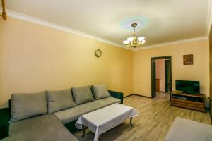 Uma área de estar em Vip Central in Nizami Street