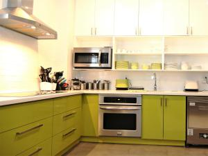 A kitchen or kitchenette at The Clarence Park