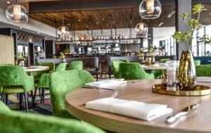 The lounge or bar area at Van der Valk Hotel Leeuwarden