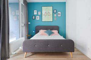 A bed or beds in a room at Mint Apartment
