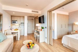Een keuken of kitchenette bij VIVA Eden Lago