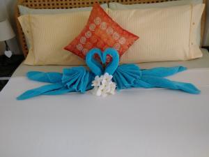 Een bed of bedden in een kamer bij Karibu Aruba Boutique Hotel