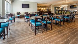 A restaurant or other place to eat at Best Western Plus Bolivar Hotel & Suites