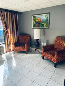 A seating area at Red Carpet Inn Kissimmee