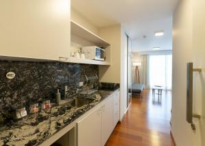 Una cocina o kitchenette en B131 - Argentina