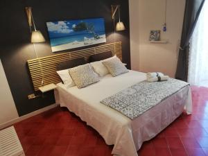 A bed or beds in a room at B&B VICOLO STRETTO