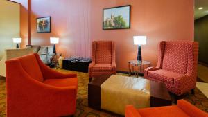 A seating area at Best Western Plus Finger Lakes Inn & Suites