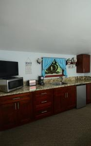 A television and/or entertainment center at Kalani Hawaii Private Lodging