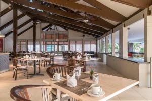 ห้องอาหารหรือที่รับประทานอาหารของ Caribbean Palm Village Resort