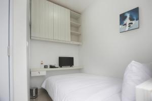 A bed or beds in a room at Voxstay Karawang
