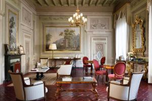 Un restaurante o sitio para comer en Palazzo Niccolini al Duomo