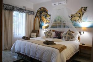 Un ou plusieurs lits dans un hébergement de l'établissement Bhangazi Lodge Bed & Breakfast