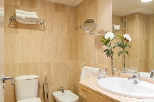 Un baño de Apartamentos Murillo