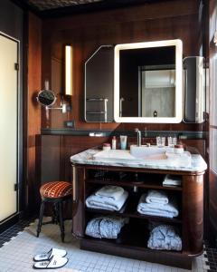 A bathroom at Hotel Les Bains Paris