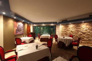 Un restaurante o sitio para comer en Hotel Boutique & Spa El Privilegio
