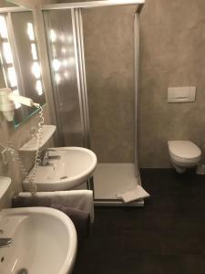 Ein Badezimmer in der Unterkunft Landhaus Preißinger