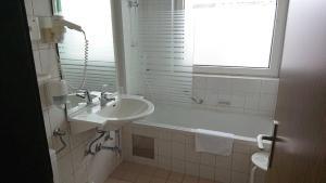 A bathroom at Hotel Alpenrose