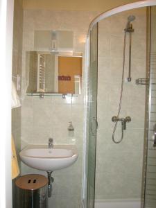 A bathroom at Lábas-Ház Apartmanok 2