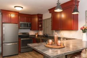 A kitchen or kitchenette at Warren Lodge