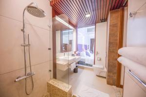 Salle de bains dans l'établissement Hotel Novotel Nha Trang