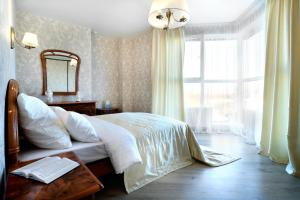 A bed or beds in a room at PaulMarie Apartments on Yakubovskogo