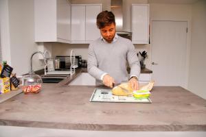 A kitchen or kitchenette at Portfolio Apartments - St Albans City Centre