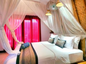A bed or beds in a room at Chill Out Bungalows