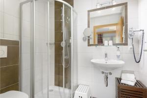 A bathroom at Hotel Salzburgerhof