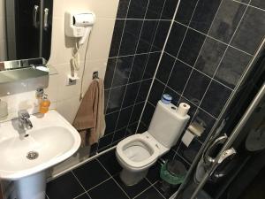 A bathroom at SASHA