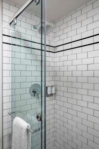 Salle de bains dans l'établissement Found Hotel Boston Common