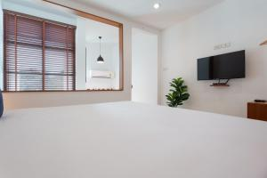 A television and/or entertainment center at Barayan place