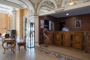 The lobby or reception area at The Originals Boutique, Hôtel Terminus, Bourg-en-Bresse Gare (Qualys-Hotel)