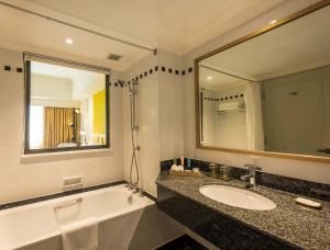 A bathroom at Saigon Prince Hotel