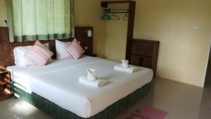 A bed or beds in a room at Bangtao Mango House
