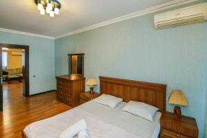 Cama ou camas em um quarto em Central in Nizami Street