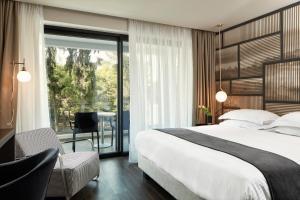 מיטה או מיטות בחדר ב-Azur Hotel