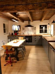 A kitchen or kitchenette at Carpe Diem Home - Au pied de la Cathédrale