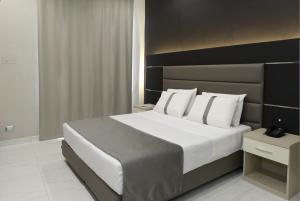 A bed or beds in a room at Hotel Vergilius Billia