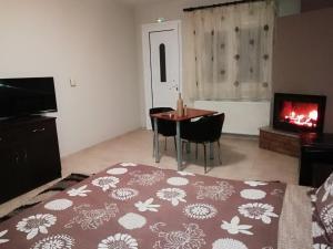 Μια τηλεόραση ή/και κέντρο ψυχαγωγίας στο Toula Rooms