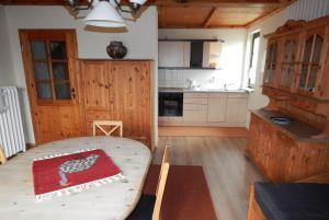 A kitchen or kitchenette at Pension Wiesenhof B&B