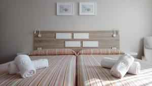 A bed or beds in a room at Apartamentos Turísticos Guillermo