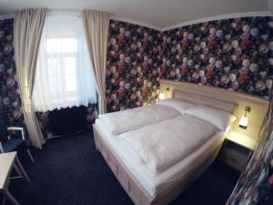 Кровать или кровати в номере Hotel Orličan