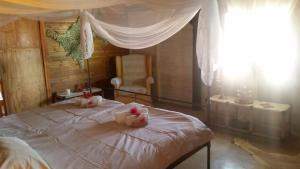 A bed or beds in a room at Farm Robyn Kamanjab