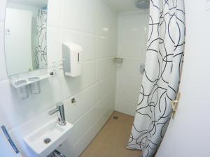 A bathroom at Monteurzimmer in Hamburg Mitte bei Hansezimmer