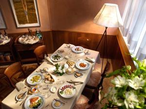 En restaurang eller annat matställe på Hotel Cavour